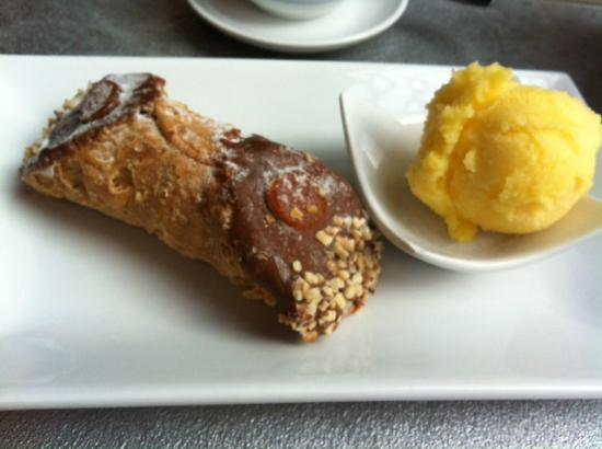 Ca'Puccino: Cannolo with ricotta and fig filling and mandarin sorbet