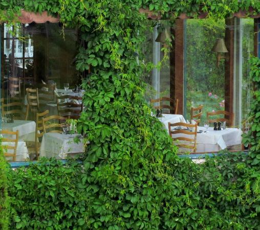 Les Trois Canards : Salle à manger vue de l'extérieur
