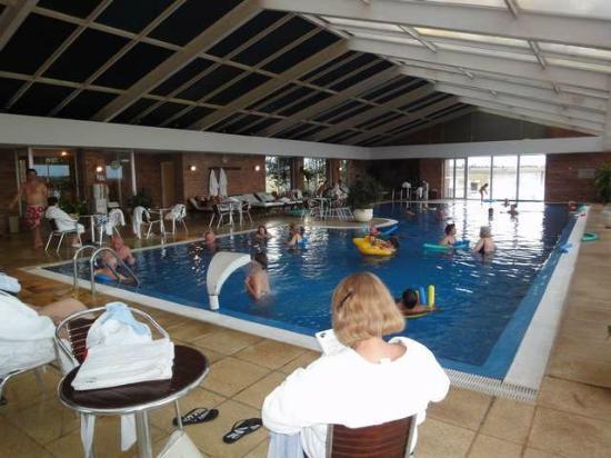 Arapey Thermal Resort and Spa: Pileta Cubierta, esta comunicaca con otra exterior