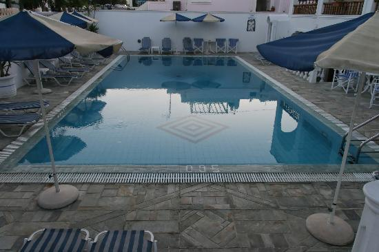 Armonia Hotel: La piscine
