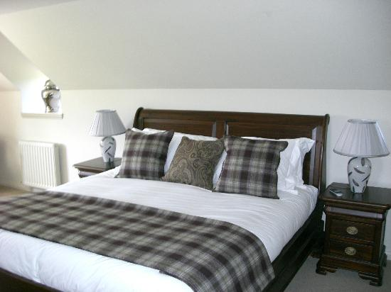 Ulbster Arms Hotel: The super king size bed to give you the best nights sleep!