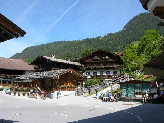 Hotel Böglerhof : View on busstop to go into Alpbach or to the Cable cars