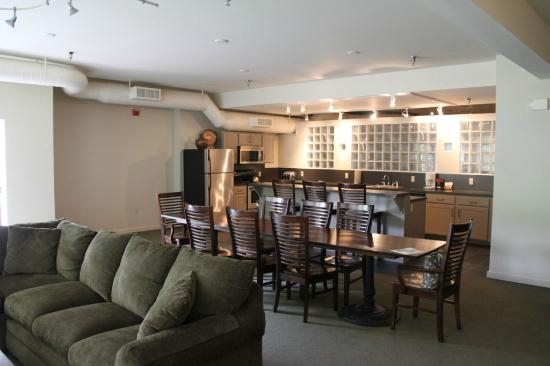 Green Mountain Inn: The Lounge And Kitchen