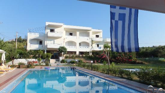 Agia Marina, Grecja: Looking to apartments from Bar