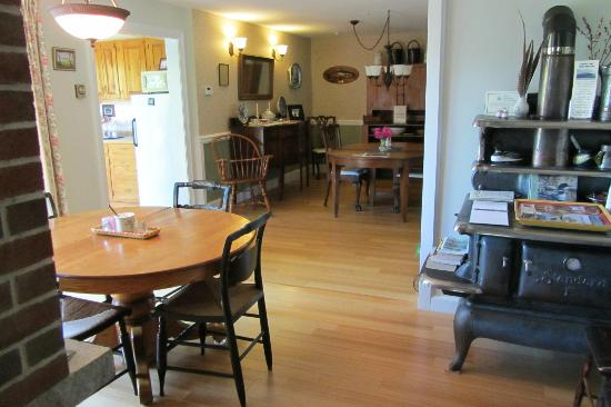 Pleasant Street Inn Bed & Breakfast: Breakfast Areas
