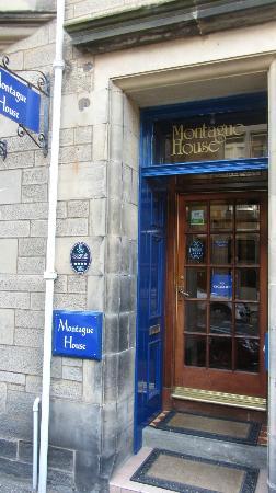 Montague Guest House: The entrance