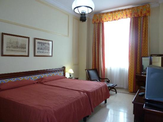 Mercure Sevilla La Habana: Room 405