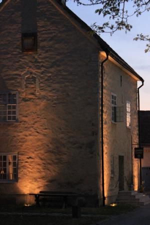 Hotell Helgeand Wisby: Exterior, night-time