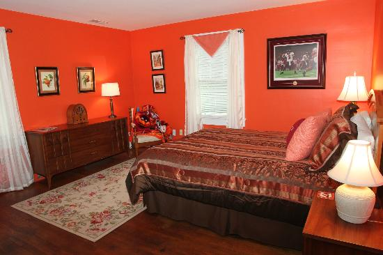 VT Inn: Orange Effect room