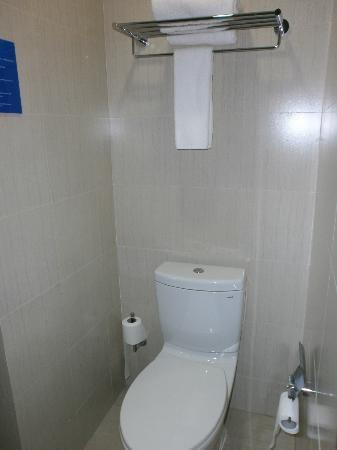 Holiday Inn Express Shanghai Jinsha: El Baño