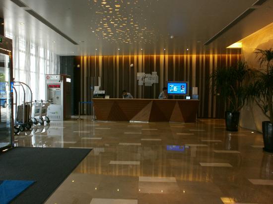 Holiday Inn Express Shanghai Jinsha: La recepción