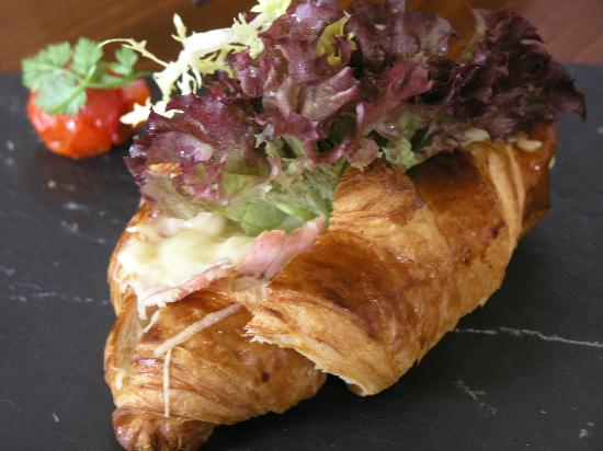 Le Petit Cafe: ham and cheese croissants