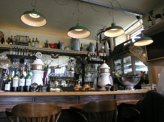 Le Petit Cafe: deco