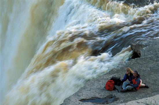 Northwest Territories, Kanada: Sitting on the edge of Alexandra Falls