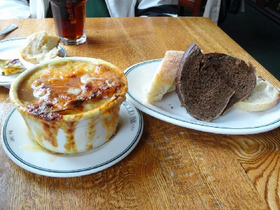 Sherwood Inn: Incredibe French Onion soup and bread
