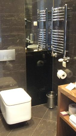 Hotel Unicus: Modern bathroom