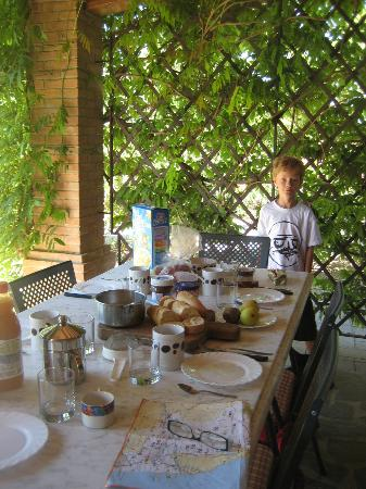Agriturismo Canale: Canale - Breakfast set up outside apartment Girasole