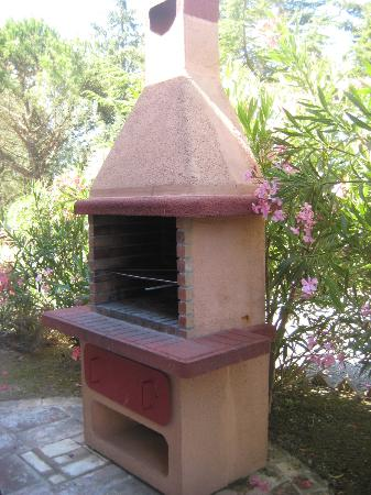 Agriturismo Canale: Canale - outdoor wood burning ovens for all apartments