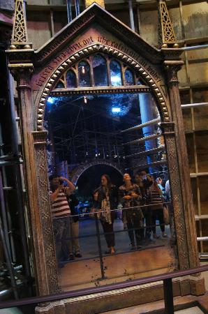 mirror of erised. studio tour london - the making of harry potter: mirror erised r