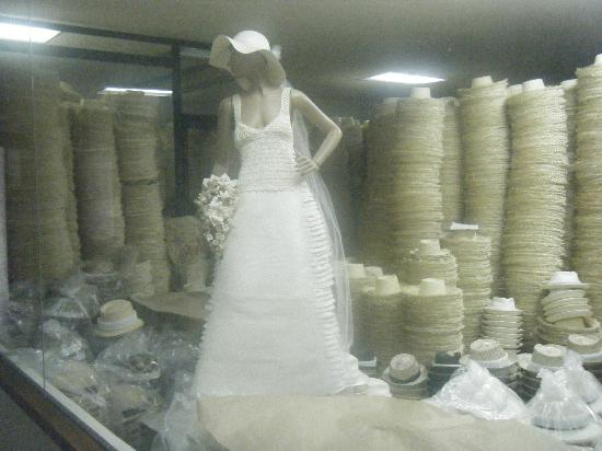 "Homero Ortega: A ""Panama"" wedding dress made entirely from straw."