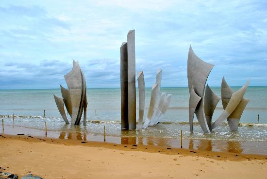 Saint-Laurent-sur-Mer, France : Monument at Omaha Beach
