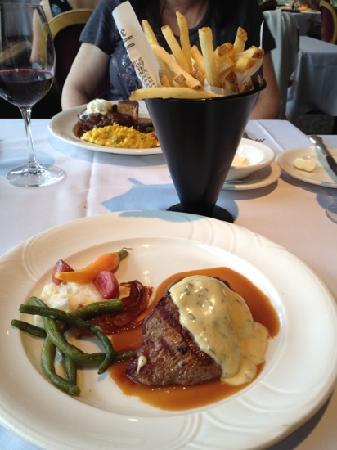 Le Beaujolais : アルバータ牛肉 フィレミニオン$38