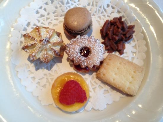 Le Beaujolais : プチフール 焼き菓子