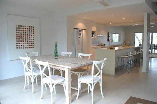 Noosa Entrance Waterfront Resort: Dining Room - Deluxe Townhouse