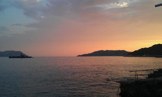 Elit Beach & Restaurant : Majestic Sunsets