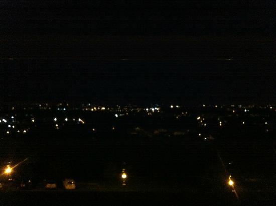 Hotel Astoria: Vista notturna da una delle camere frontali