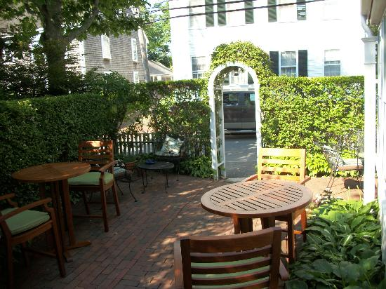 Anchor Inn: patio