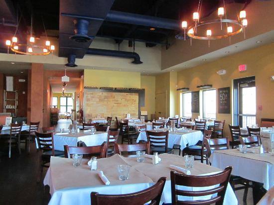 Pizzeria Da Marco: spacious dining area