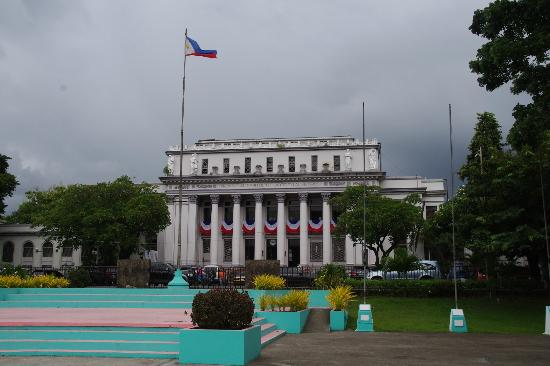 Capitol Lagoon Park : The Capitol Building of Bacolod