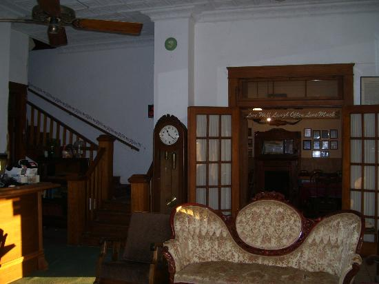 Hotel Turkey Bed & Breakfast : Dining room and stairs to the second floor