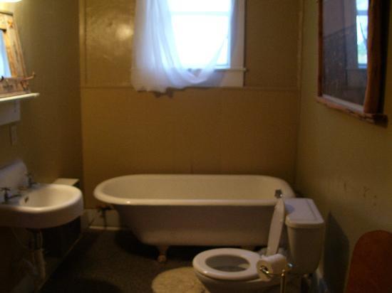 Hotel Turkey Bed & Breakfast : Each bathroom has a claw-footed bathtub