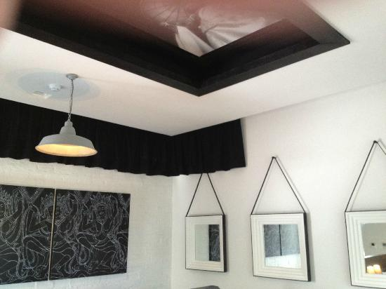 Shinta Mani Club: every room surface decorated, even the ceilings