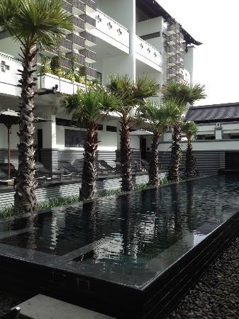 Shinta Mani Club: poolside