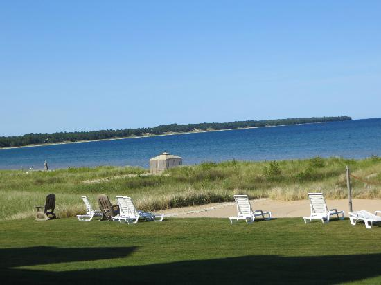 Glidden Lodge Beach Resort: Just steps away