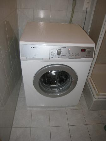 Hotel Kirchbuehl: Laundry - Washer No Dryer