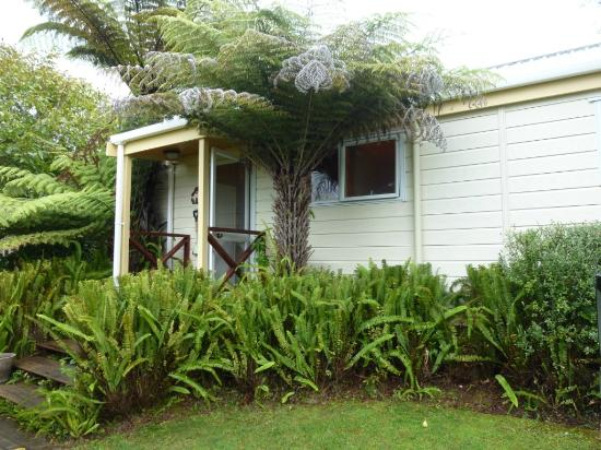 Tatahi Lodge Motel: Front of the cottage