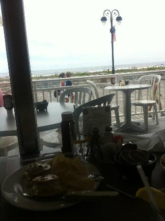 Cafe Beach Club: outdoor seating with a nice view of the boardwalk and ocean