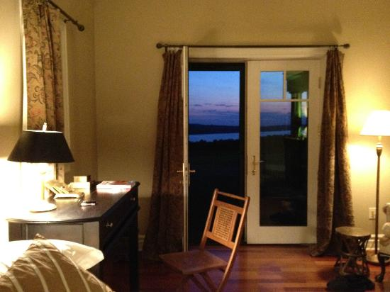 Pine Grove Bed & Breakfast: Sun setting outside our room