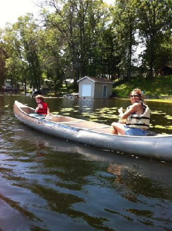 Sand Lake Resort: Enjoyed canoeing!