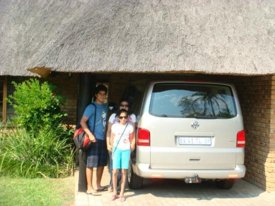 Kruger Park Lodge: outside cottage with our car parked