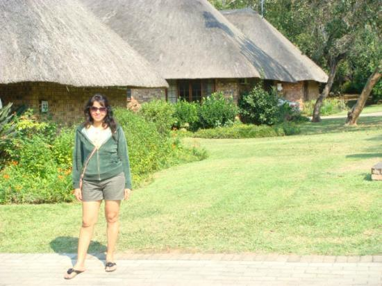 ‪‪Kruger Park Lodge‬: out side cottage‬