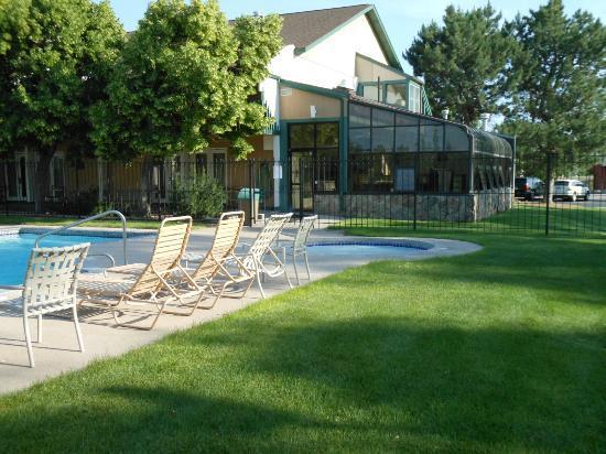 Best Western Sundowner : Outside pool area