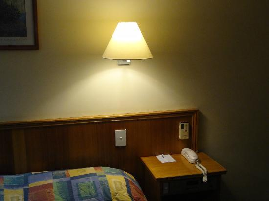 Hotel Launceston: Light above bed