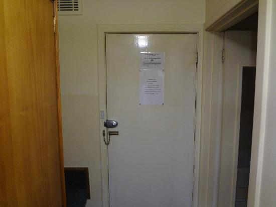 Hotel Launceston: Back of room door