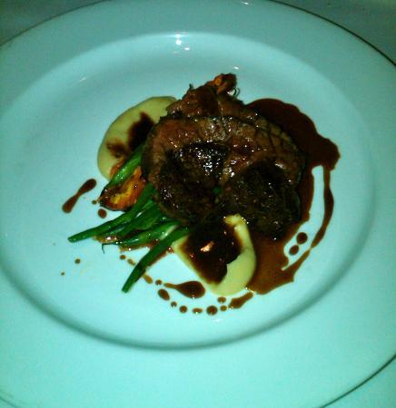 Sala Restaurant: Grilled angus hanger steak, roast carrots, parsnip puree, pink peppercorn & confited garlic jus