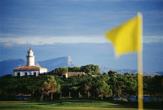 Alcanada Golf Club: Namegiving Island with lighthouse Alcanada